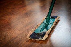 sprzątanie rejonów mopem